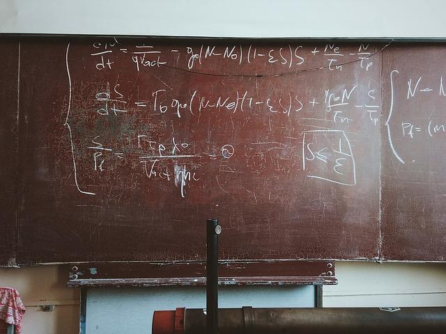 Pizarra con expresiones matemáticas