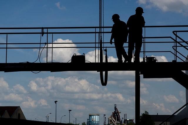 Obstrucción puente en obras