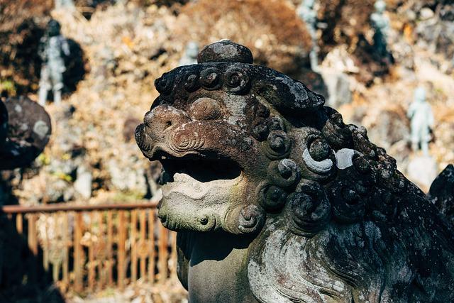 Sintoísmo estatua perro
