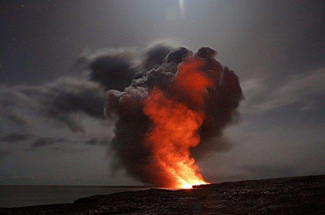 Vulcanología llama lava