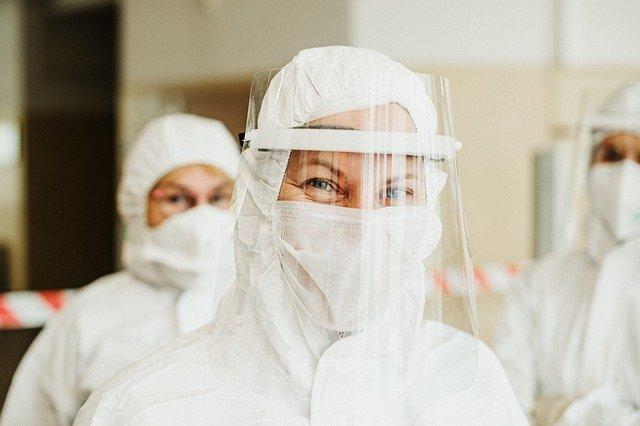Expeler máscara coronavirus